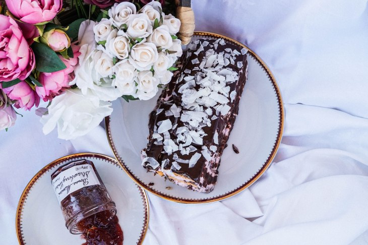 Lamington cake 10-1